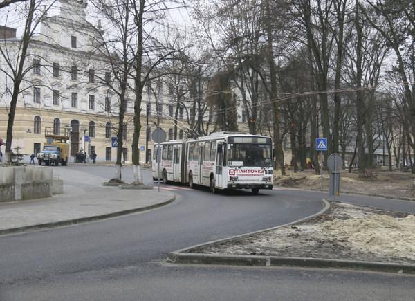Тролейбусом до університету