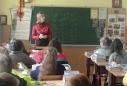 """Наталія Богданівна Шумада, класний керівник 5-А класу початкової школи """"Дивосвіт"""", дає настанови учням"""