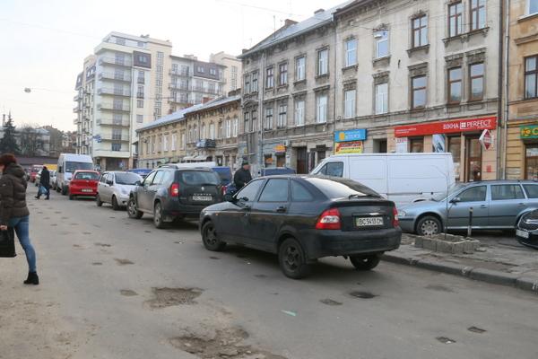 площа Липнева