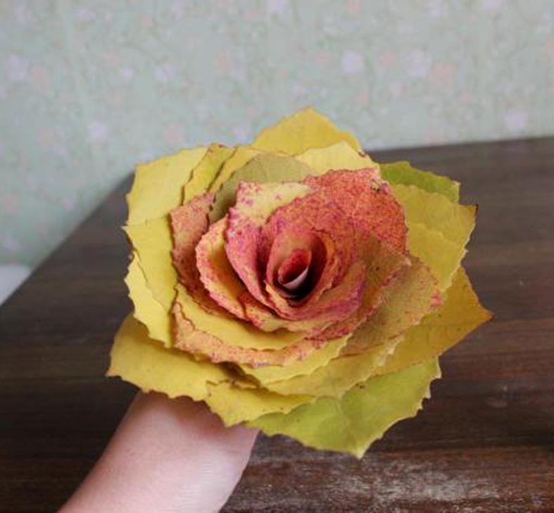 Роза из листа