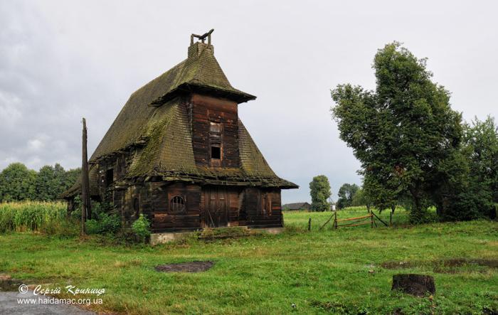 Костел в Язлівчику до руйнації шатрової вежі (до 2002 року)